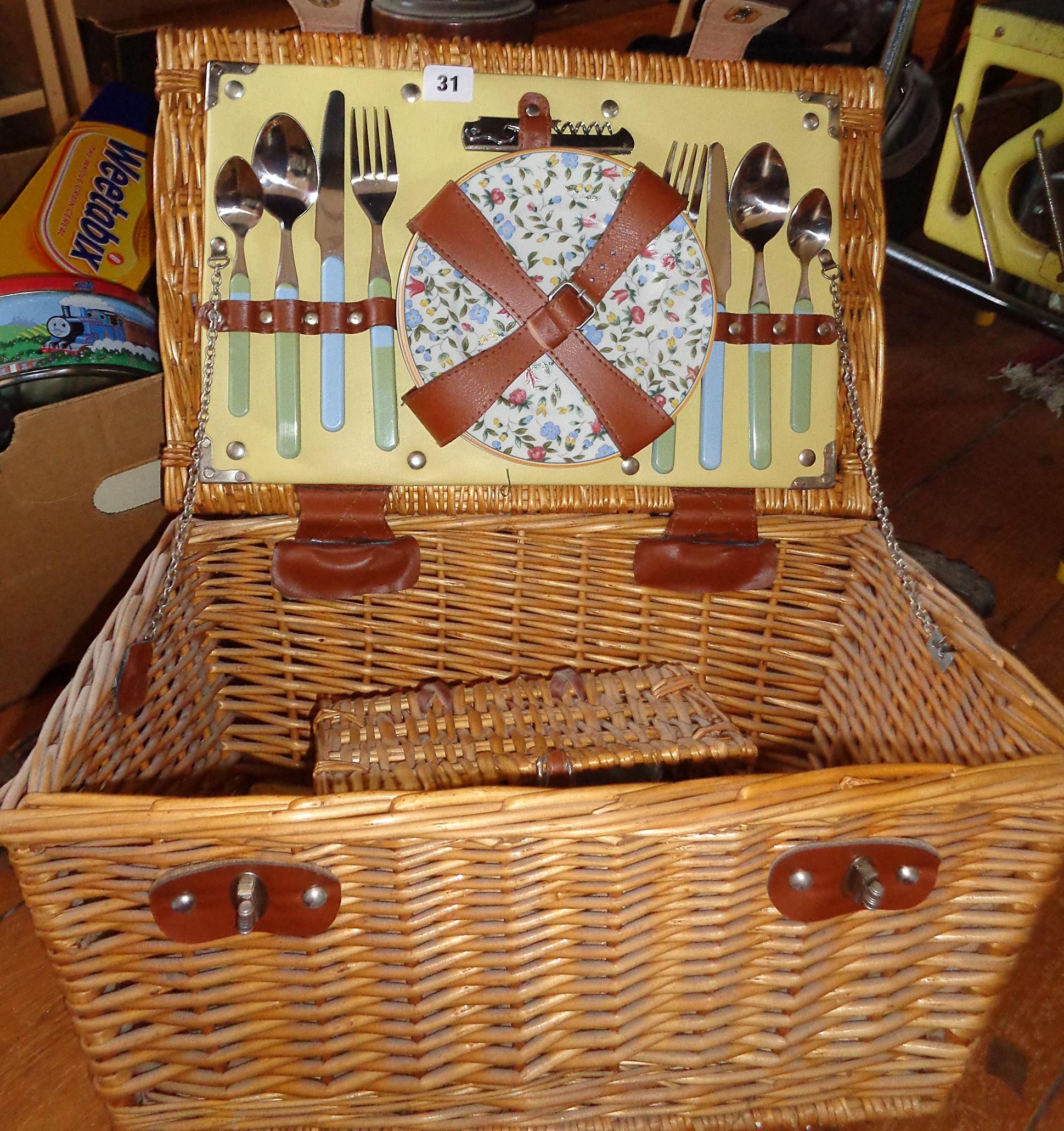 Lot 31 - Basket picnic hamper