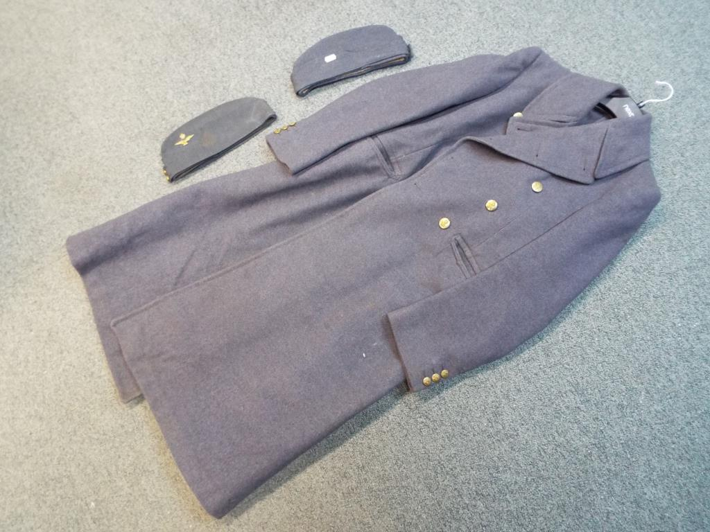 Lot 36 - A WWII (World War Two) period RAF Officers great coat, internal label marked size number 7,
