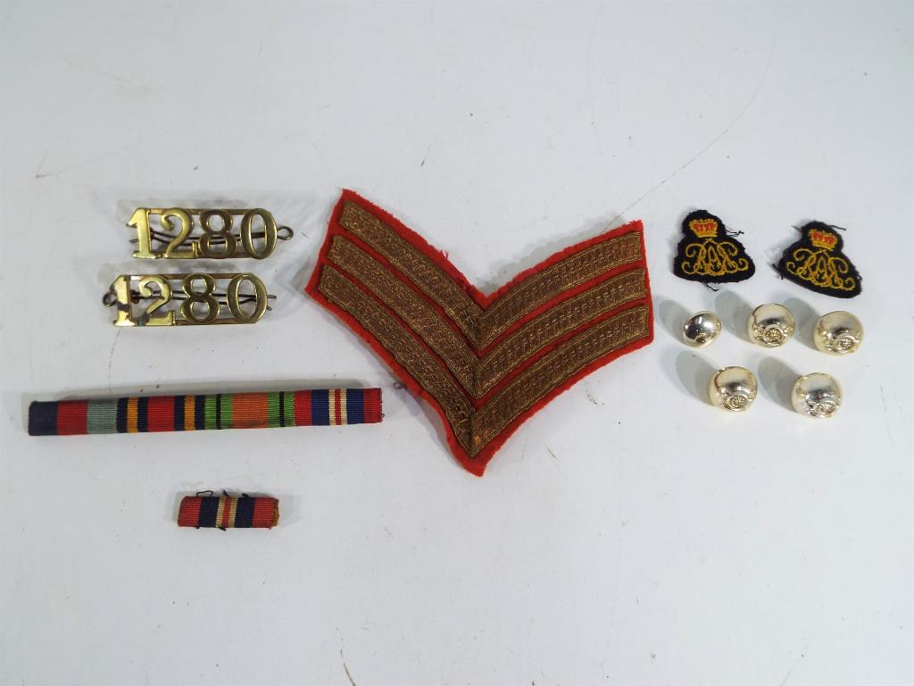 Lot 49 - A collection of military items to include rank badge,