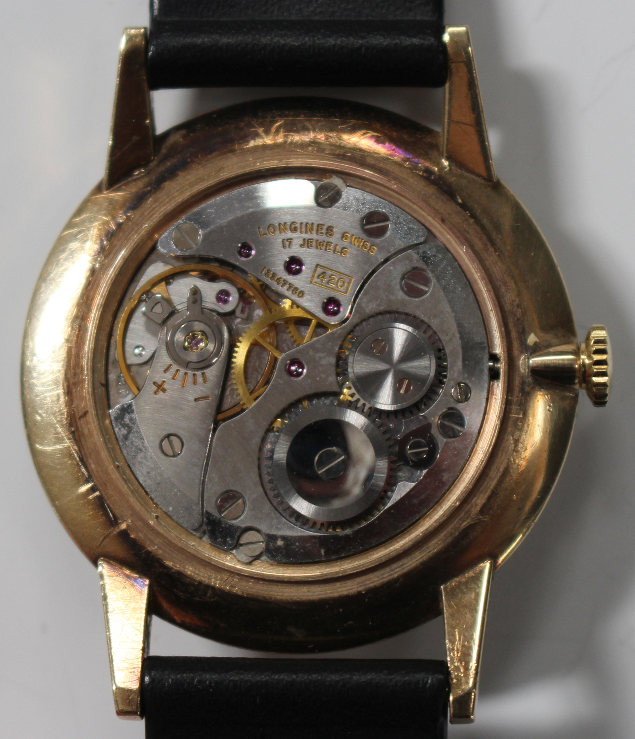 Lot 1043 - A Longines 9ct gold cased gentleman's wristwatch, the signed jewelled movement numbered '