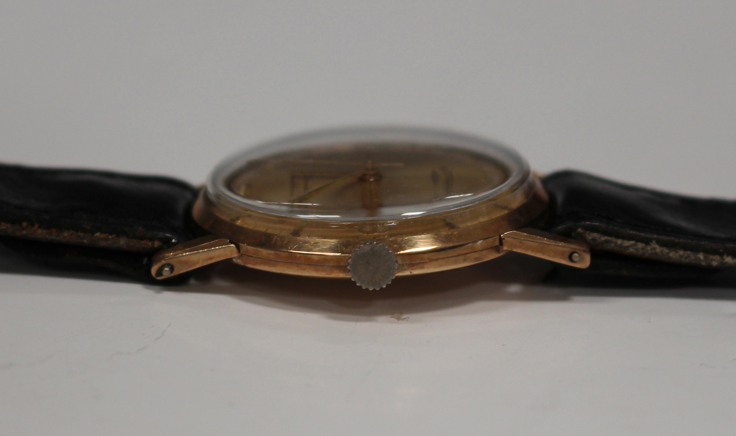 Lot 1014 - A Rotary 9ct gold circular cased gentleman's wristwatch, the signed silvered dial with gilt Arabic