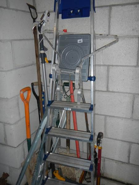 Lot 648 - A quantity of garden tools, alloy step ladder etc.