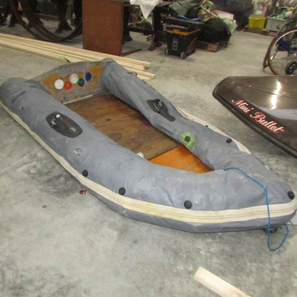 Lot 748 - An inflatable rowing boat.