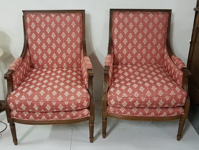 Lot 32 - A matching pair of modern French style beech framed armchairs, covered with classical mauve and