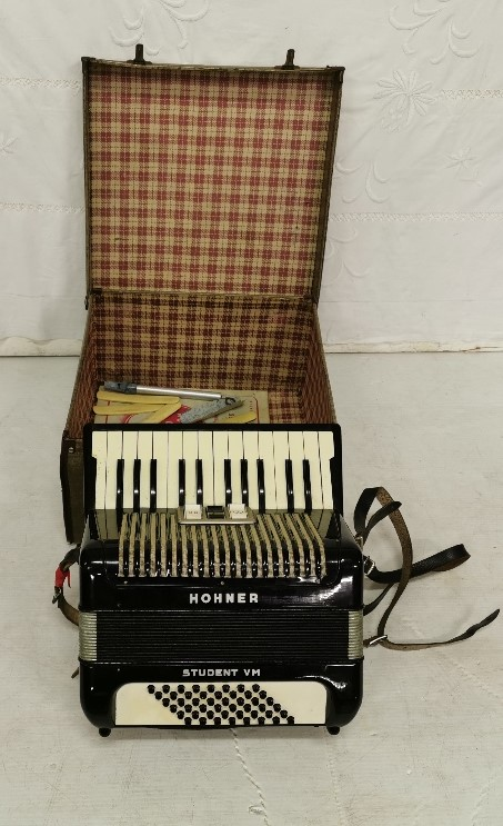 Lot 20 - Cased Accordion, HOHNER, student VM button