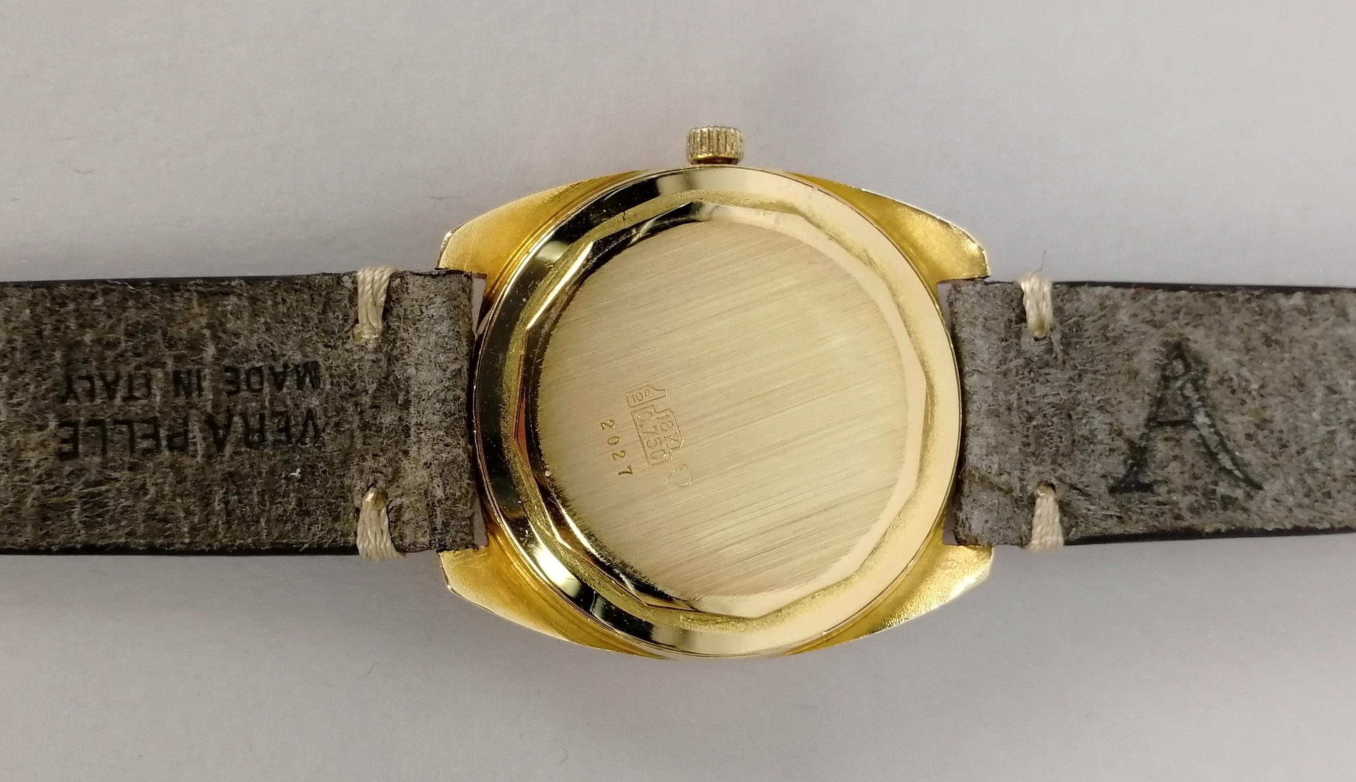 Lot 14 - ALTANUS. Orologio da uomo automatico in oro giallo 18 kt., di forma ovale. Quadrante bitonale. Epoca