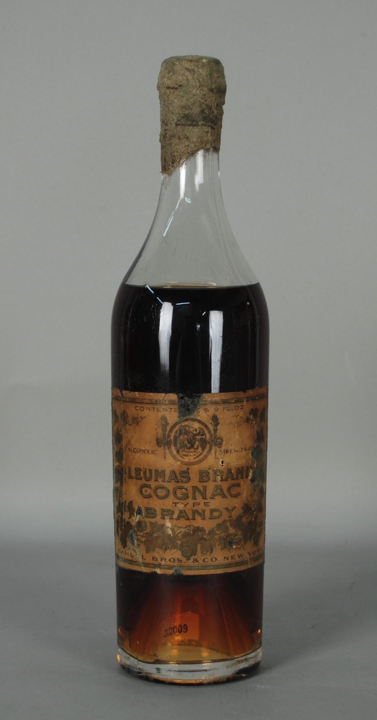 Lot 46 - Cognac LEUMAS BRANDY. Fine XIX-inizi XX secolo. Tappo sigillato in ceralacca. Importazione