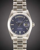 A GENTLEMAN'S SIZE 18K SOLID WHITE GOLD ROLEX OYSTER PERPETUAL DAY DATE BRACELET WATCH CIRCA 1979,