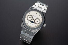 A RARE GENTLEMAN'S STAINLESS STEEL AUDEMARS PIGUET ROYAL OAK CALENDAR MOONPHASE BRACELET WATCH CIRCA