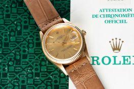 A GENTLEMAN'S 18K SOLID GOLD ROLEX OYSTER PERPETUAL DATE WRIST WATCH CIRCA 1990, REF. 15238