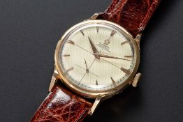 A RARE GENTLEMAN'S 18K SOLID ROSE GOLD OMEGA CHRONOMETRE OFFICIALLY CERTIFIED WRIST WATCH CIRCA