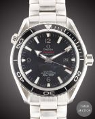 A GENTLEMAN'S STAINLESS STEEL OMEGA SEAMASTER PROFESSIONAL PLANET OCEAN CO AXIAL CHRONOMETER