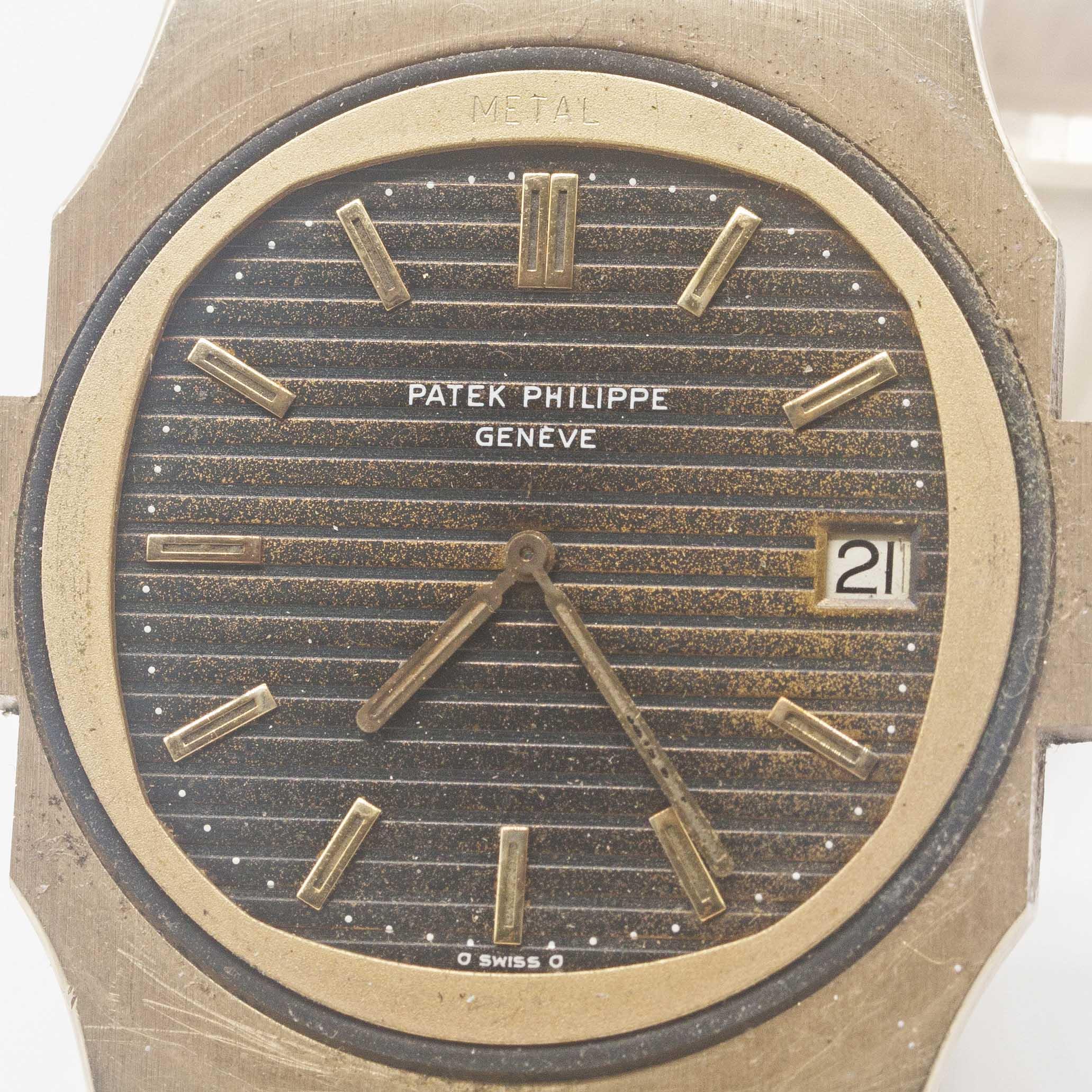 "Lot 167 - A VERY RARE GENTLEMAN'S 18K SOLID YELLOW GOLD PATEK PHILIPPE NAUTILUS ""JUMBO"" BRACELET WATCH DATED"