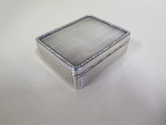 Lot 532 - A Georgian silver lidded box, possibly London 1805/06 - 8x7x3cm - approx 4.4 troy oz, some small