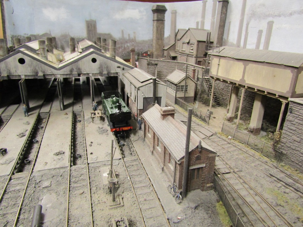 Lot 1429 - The Maindee East Engine Shed. Constructed by Steffan Lewis. Track gauge 18.83 mm. The 3.5 metre x 64