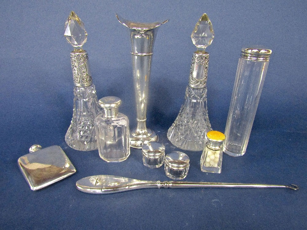 Lot 230 - A mixed collection of mixed dressing silver to include a pair of silver collared and cut glass