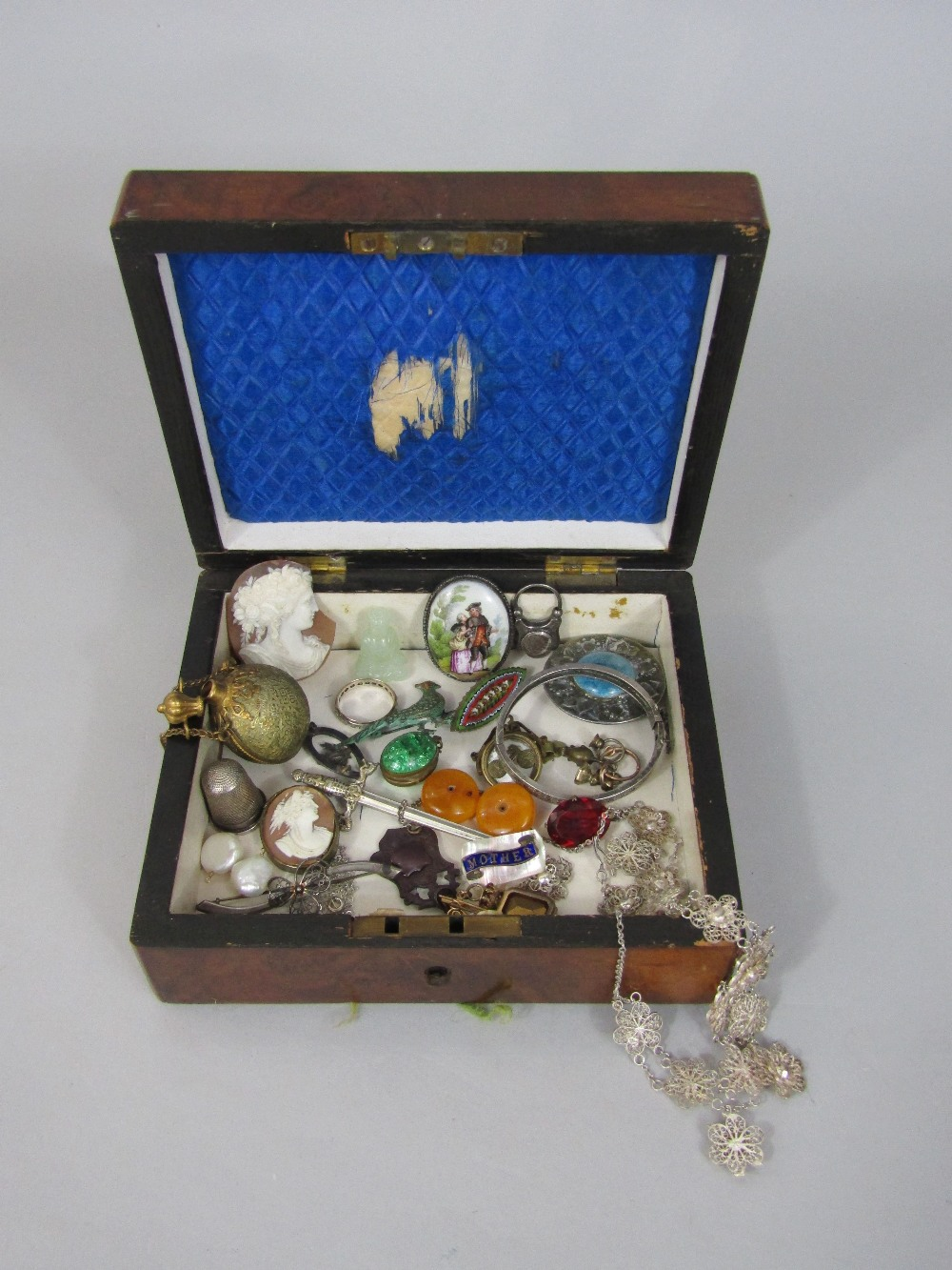 Lot 327 - Interesting collection of costume jewellery to include a Victorian oval locket set with emerald