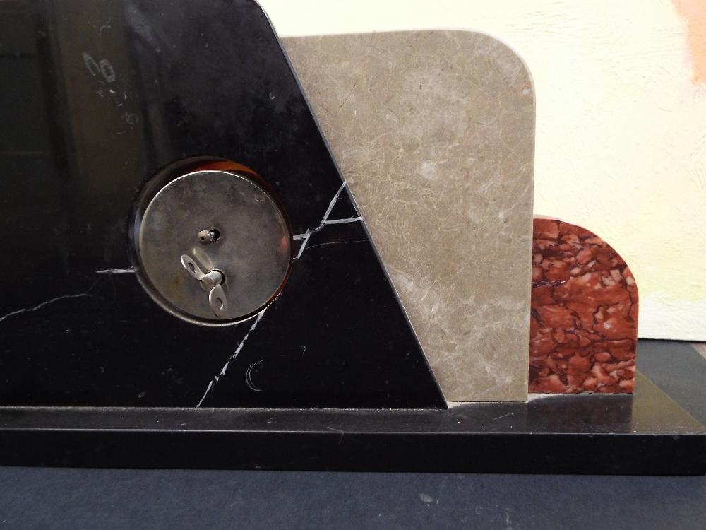 Lot 177E - Art Deco marble mantel clock of stylised form, 43cm long