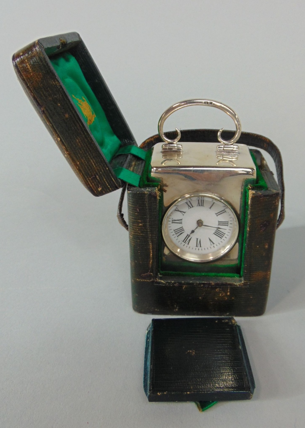 Lot 556 - Early 20th century silver cased carriage type timepiece, the enamel dial with Roman numerals, the
