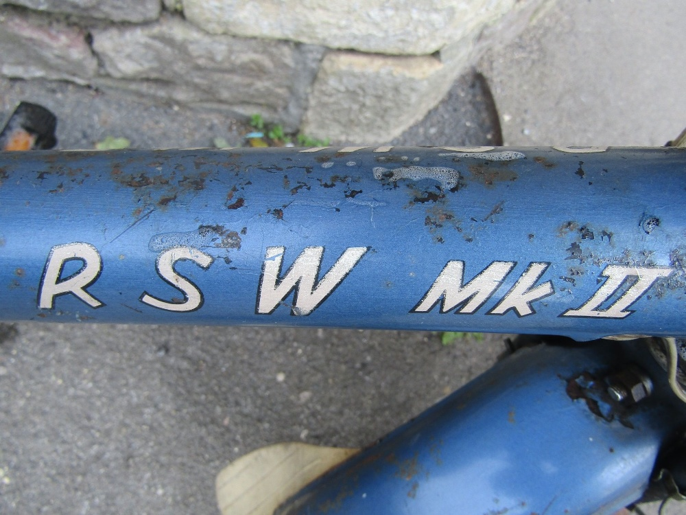 Lot 1046 - A vintage Raleigh RSW MkII bicycle in blue colourway