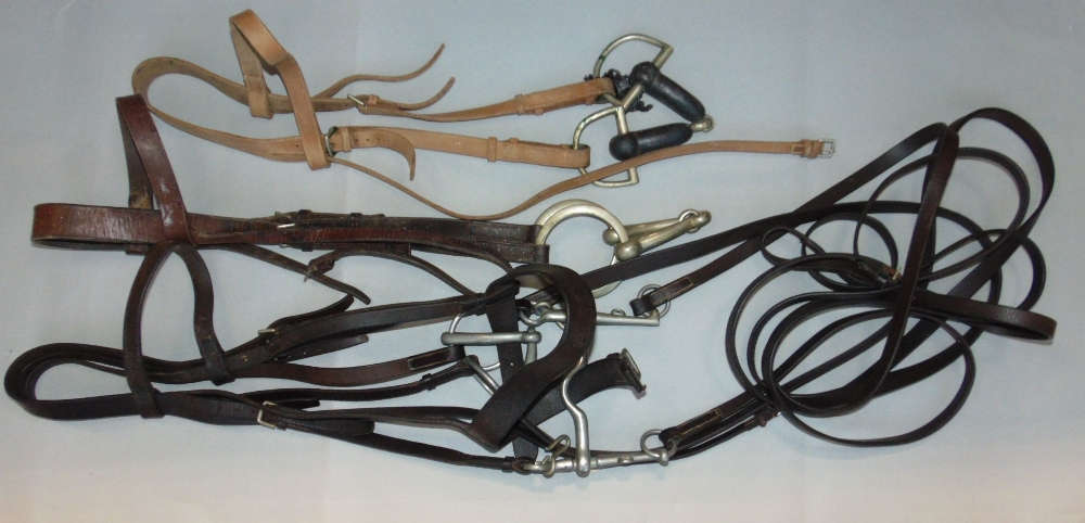 Lot 708 - A box containing a large collection of bridles and chains