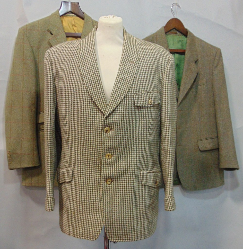 Lot 717 - Quality Saville Row tailored jacket in dog tooth check tweed with bottle green lining, estimate size