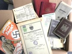 Militaer,WK II,sonstigeWK II (überwiegend) Schachtel mit hunderten von Dokumenten und
