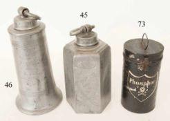Zinnschraubflasche, dat. 1860Ziergravuren. 28cm. Zustand: II