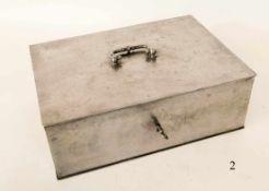 Alte StahlkassetteMit Hartgeldeinsatz und Schlüssel. 35x25x12cm. Zustand: II