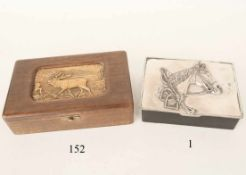 ZigarettendoseHolz. Versilberter Metalldeckel mit Pferdekopf. 18x14x5cm. Zustand: II