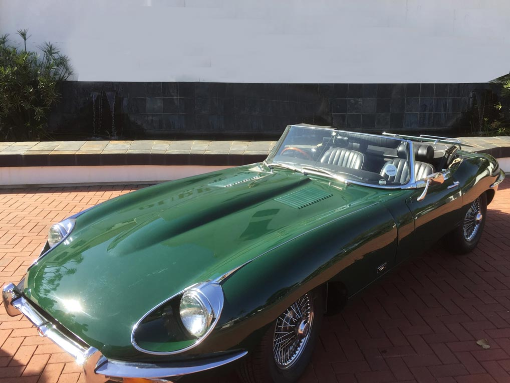 Lot 27 - A 1969 JAGUAR E-TYPE 4.2 SERIES 2 CONVERTIBLE Colour green with black leather interior in full