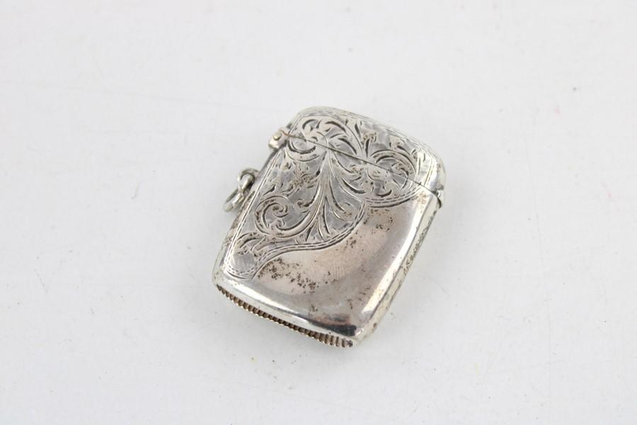 Lot 59 - Antique hallmarked 1906 Birmingham silver curved vesta case with engraved floral leaf detailing dime