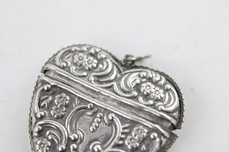 Lot 58 - Vintage Stamped 925 love heart shaped vesta case with raised floral decoration dimensions - 4.5cm(w)