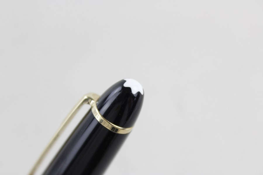 Lot 626 - Montblanc Meisterstuck Black fountain pen with 14ct white gold nib