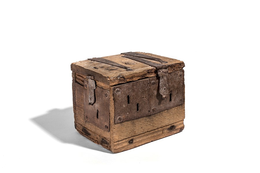 Lot 41 - An oak alms box, late 16th / early 17th century
