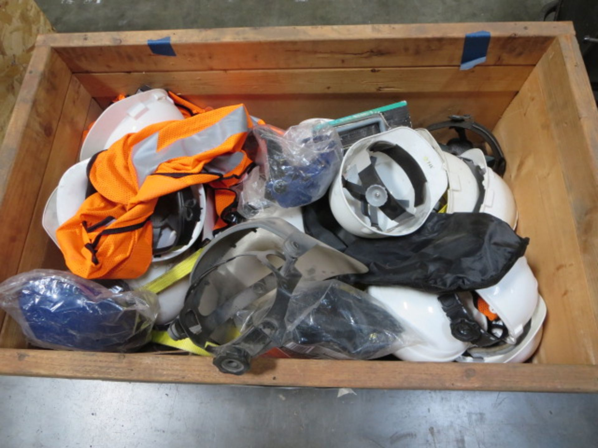 Lotto 317 - Lot of Safety Gear, Hi Vis Vests, Hard Hats, Harnesses, Contents of Crate