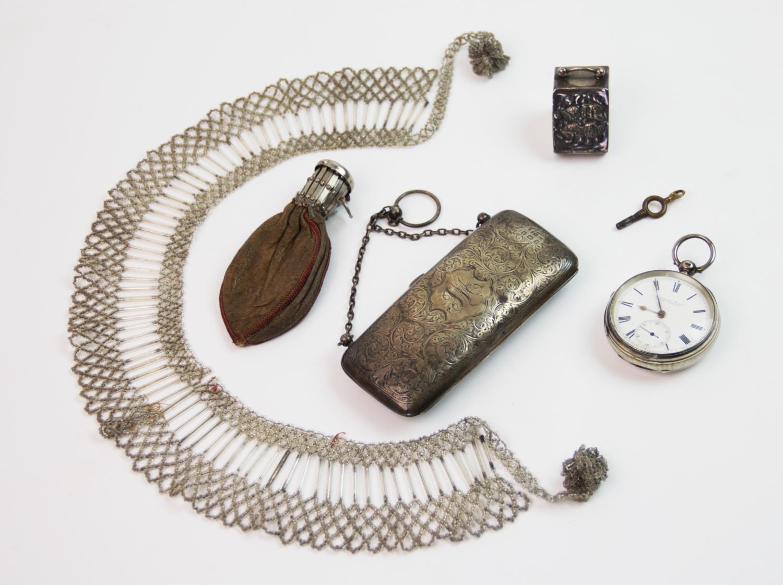 Lot 19 - An Edwardian silver purse, Joseph Gloster, Birmingham 1908, of rectangular form, with foliate