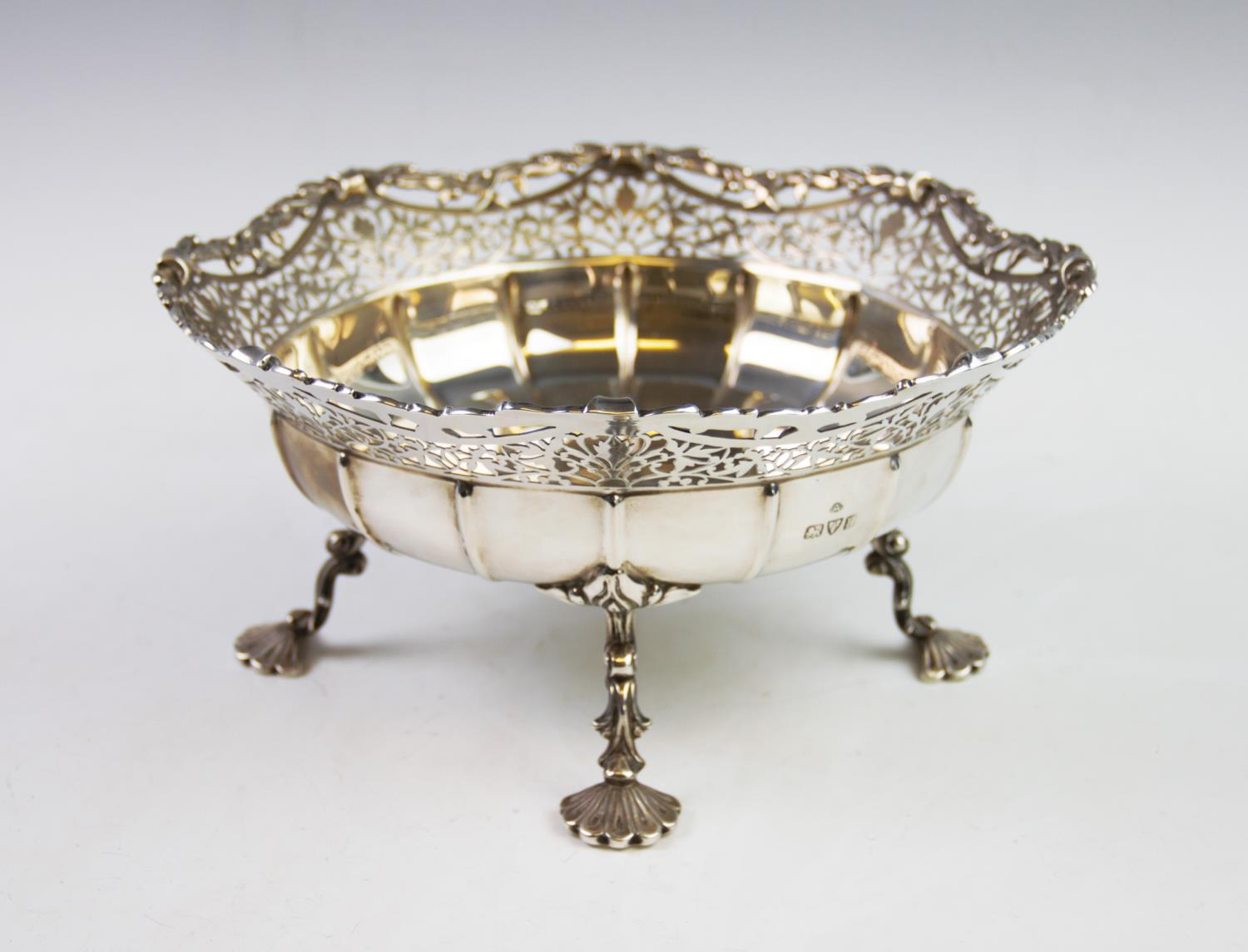 Lot 18 - A George V silver dish, Adie Brothers Ltd, Chester 1935, with cusped and pierced rim, the plain