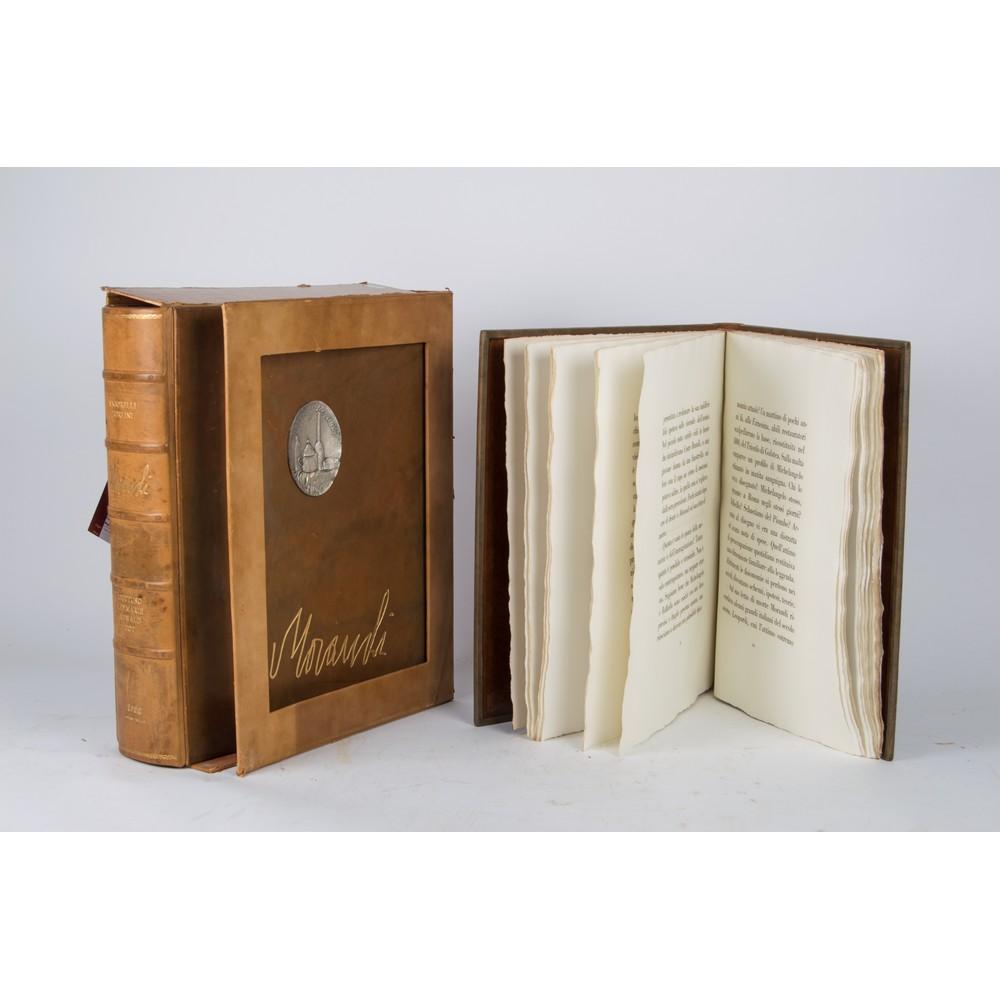"""Lot 28 - OPERA in due volumi """"Omaggio a Morandi"""", esemplare 275/1120 con 50 tavole (riproduzioni di"""