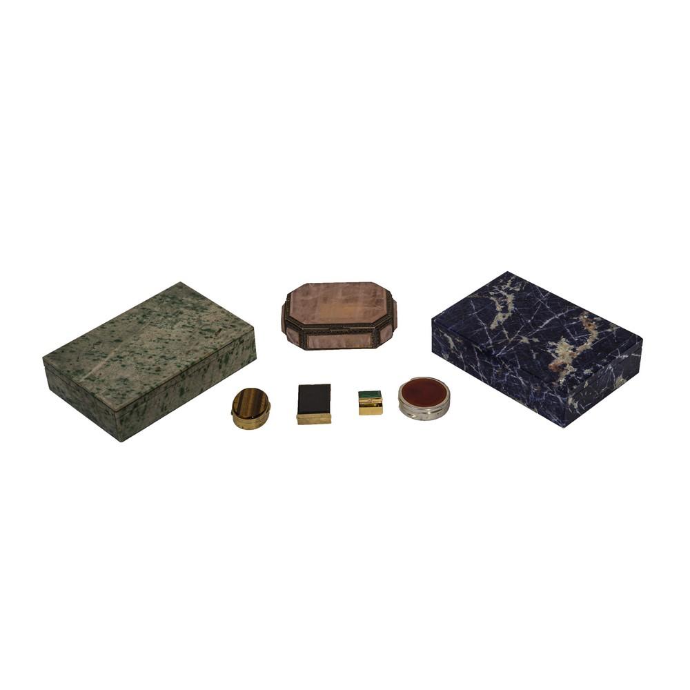 Lot 13 - SETTE SCATOLETTE in pietra dura e metallo. XX secolo Misure: varie
