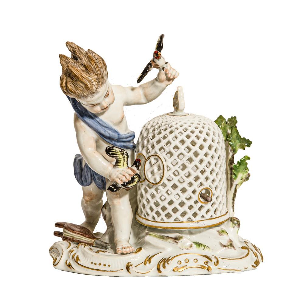 """Lot 1077 - SCULTURA in porcellana Meissen raffigurante """"Fanciullo con gabbia di volatili"""". XIX secolo Misure: h"""