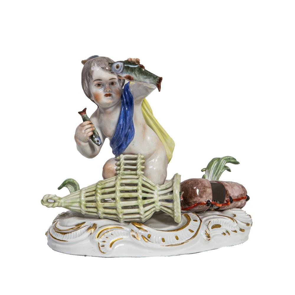 """Lot 1088 - SCULTURA in porcellana Meissen dcorata raffigurante """"Putto con drappo e pesci"""". XIX secolo Misure: h"""