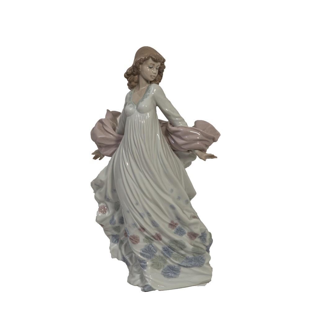 """Lot 202 - SCULTURA in porcellana Lladro raffigurante """"Figura femminile"""". XX secolo Misure: h cm 31"""