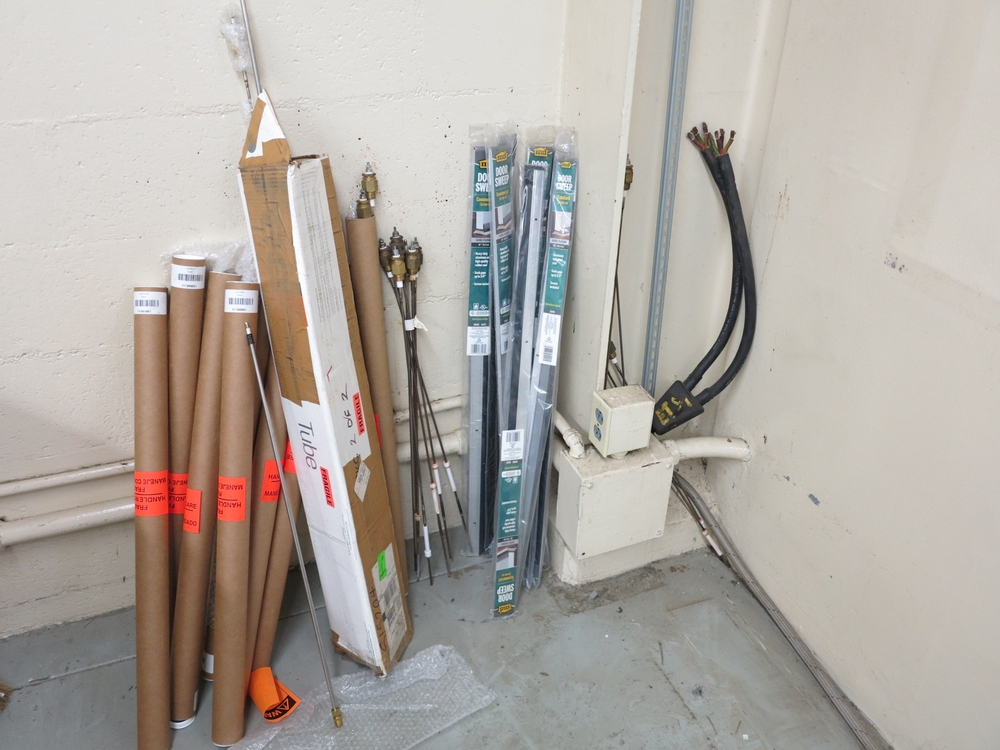 Lot 37 - THERMAL PROBES, DOOR SWEEPS