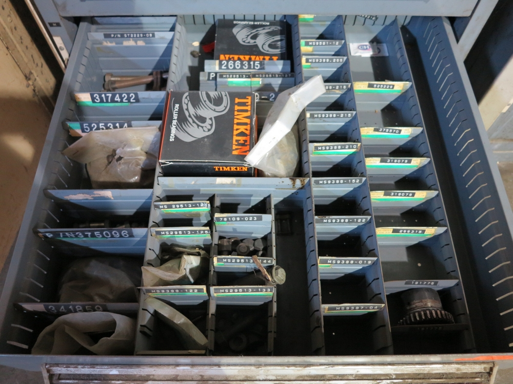 Lot 23 - STANLEY VIDMAR 9-DRAWER TOOL CABINET W/ CONTENTS OF HOT GLOVES, TAPER SLEEVES, TAPS & DIES,