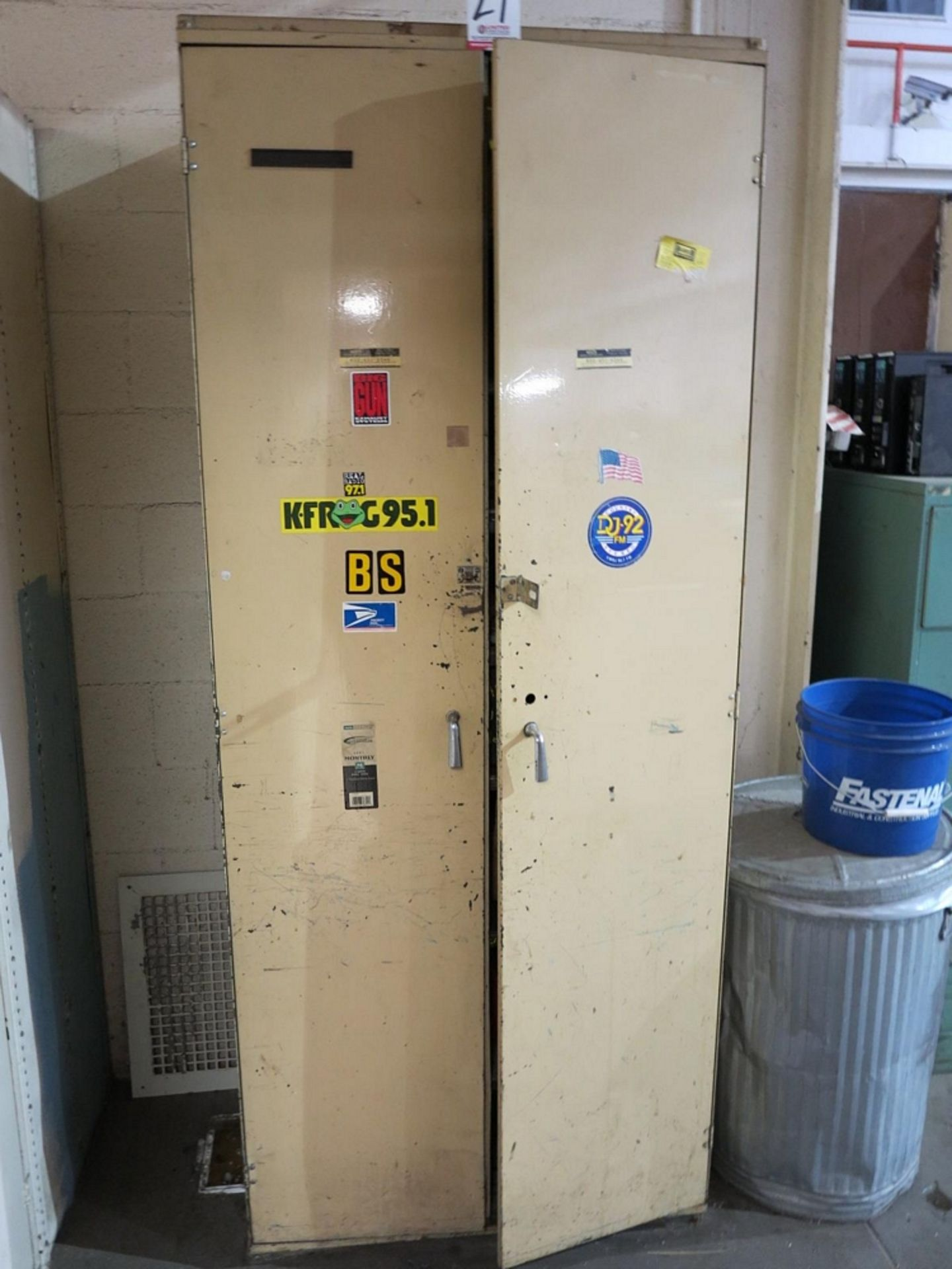 Lot 27 - 2-DOOR STORAGE CABINET W/ CONTENTS TO INCLUDE: MISC FITTINGS AND MAINTENANCE SUPPLIES