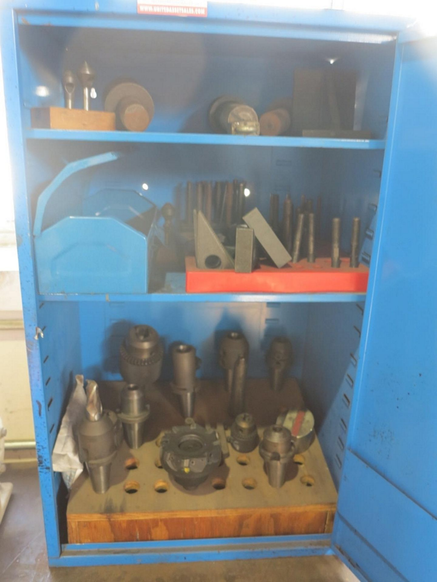 Lot 55 - LOT - STEEL BENCHTOP CABINET W/ CONTENTS TO INCLUDE: VARIOUS TAPERED TOOL HOLDERS AND TOOLING TO