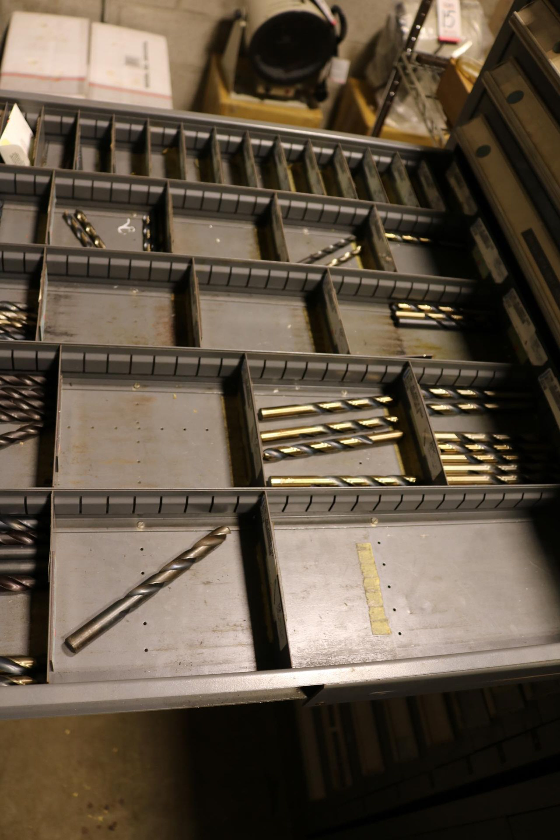 Lot 28 - STANLEY VIDMAR 13-DRAWER PARTS/TOOL CABINET, W/ CONTENTS TO INCLUDE: REAMERS, DRILLS, TAPER SHANK