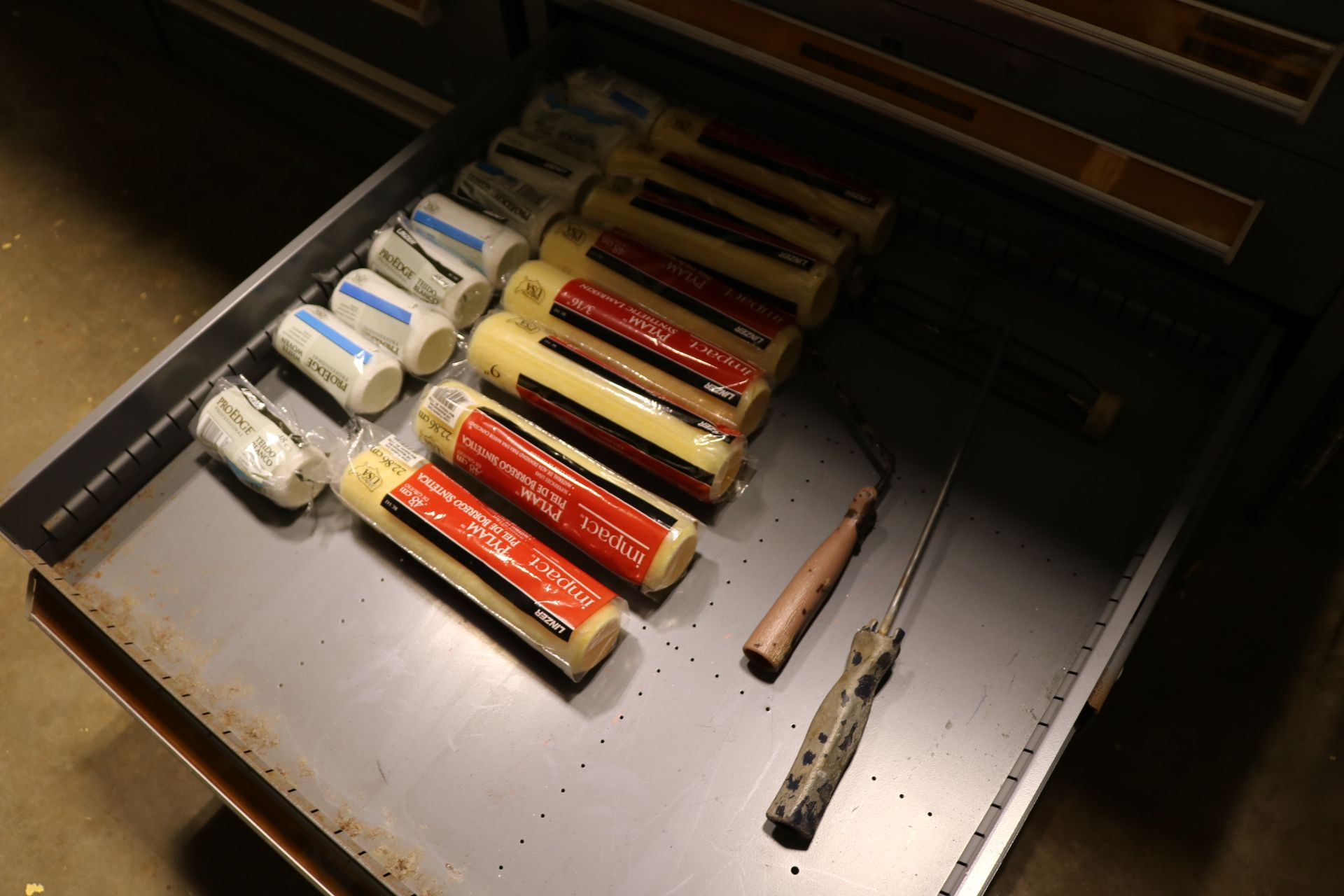 Lot 26 - STANLEY VIDMAR 11-DRAWER PARTS/TOOL CABINET, W/ CONTENTS TO INCLUDE: LARGE ASSORTMENT OF GASKET HOLE