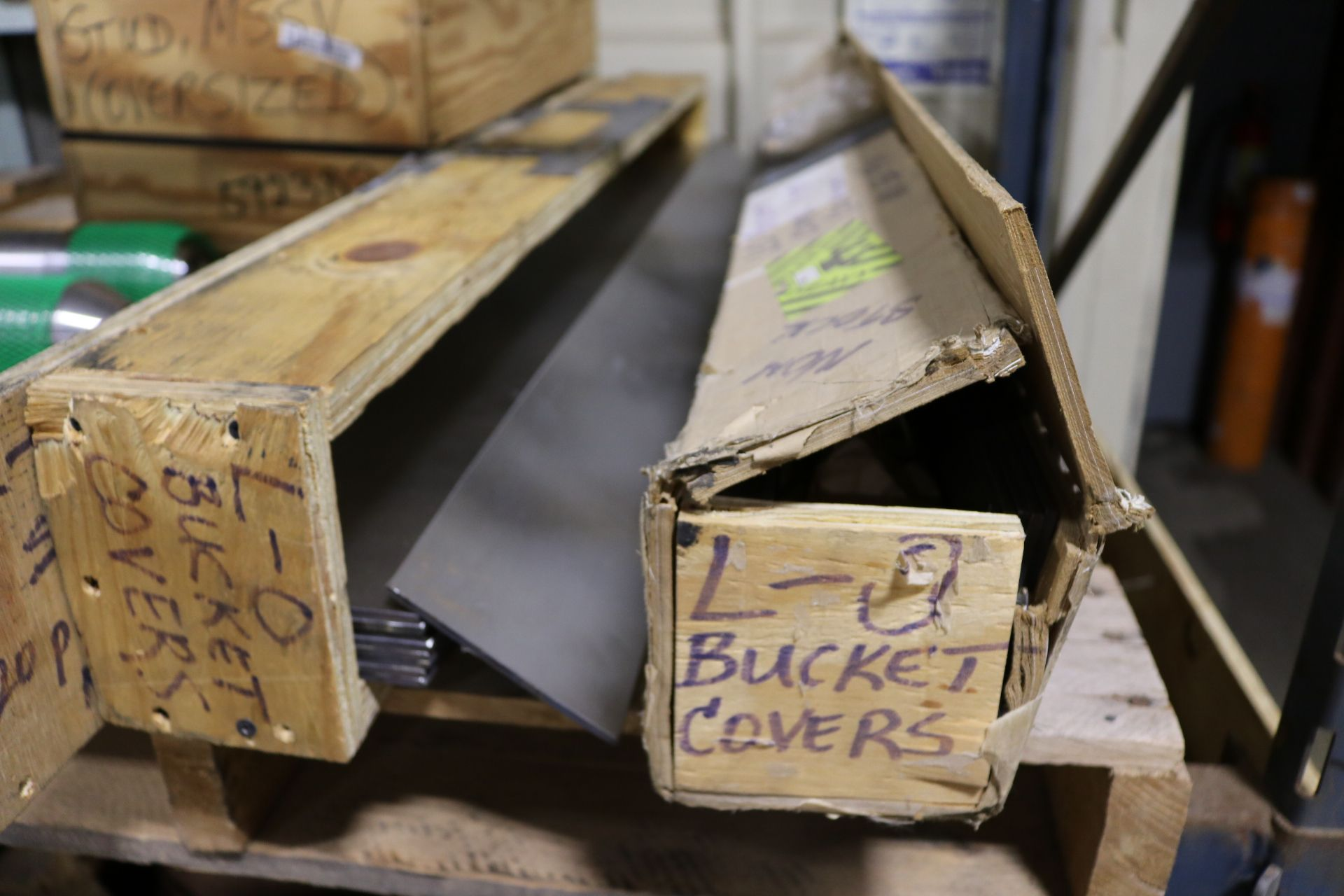 Lot 51 - LOT - PALLET OF MISC VALVES AND PALLET OF STUDS AND PLATE